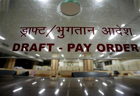 A bank counter is seen in Mumbai January 25, 2008. REUTERS/Punit Paranjpe/Files