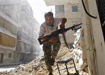 Un combattente dell'opposizione in Siria in una immagine di archivio. REUTERS/Goran Tomasevic