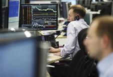 Trader al lavoro REUTERS/Olivia Harris