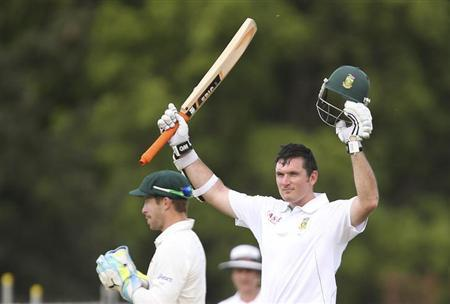 South Africa's Graeme Smith (R) celebrates reaching his century against Australia during their second cricket test match at the Adelaide cricket ground November 23, 2012. REUTERS/Regi Varghese/Files