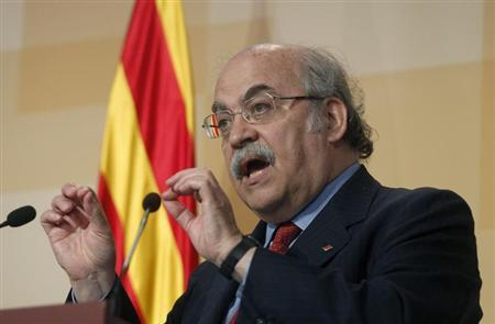 Catalan Economy Minister Andreu Mas-Colell takes part in a news conference at Palau de la Generalitat in Barcelona, in this file photo taken May 15, 2012. REUTERS/Albert Gea/Files