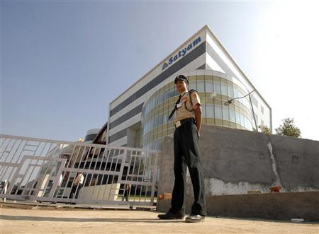 A security guard stands outside the head office of Satyam Computer Services in Hyderabad January 7, 2009. REUTERS/Krishnendu Halder/Files