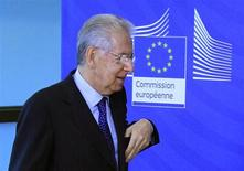 Italy's Prime Minister Mario Monti arrives at the European Commission headquarters ahead of a meeting with European Commission President Jose Manuel Barroso in Brussels January 30, 2013. REUTERS/Yves Herman (BELGIUM - Tags: POLITICS)
