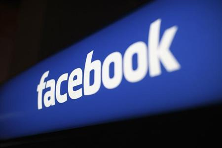 The Facebook logo is pictured at the Facebook headquarters in Menlo Park, California January 29, 2013. REUTERS/Robert Galbraith (UNITED STATES - Tags: SCIENCE TECHNOLOGY BUSINESS LOGO)