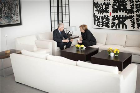 German Chancellor Angela Merkel and Italian Prime Minister Mario Monti meet in Merkel's office at the Chancellery in Berlin January 31, 2013. REUTERS/Bundesregierung/Guido Bergmann/Handout
