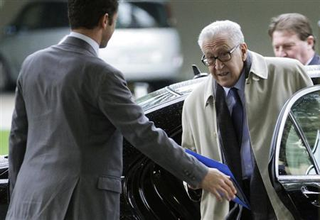 The Joint Special Representative for Syria Lakhdar Brahimi arrives at the United Nations European headquarters in Geneva January 11, 2013. REUTERS/Denis Balibouse