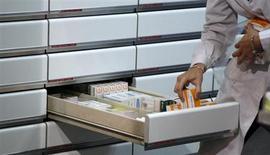La Commission européenne poursuit sa bataille contre les laboratoires qui entravent la mise sur le marché de médicaments génériques, accusant Novartis et Johnson & Johnson d'avoir conclu des accords dans ce sens aux Pays-Bas. /Photo d'archives/REUTERS/Sergio Perez