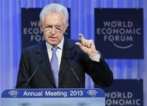 Il premier italiano Mario Monti interviene al World Economic Forum (WEF) di Davos 23, gennaio 2013. REUTERS/Pascal Lauener