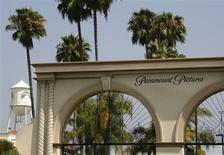 Imagen de archivo de la entrada de los estudios Paramount, una división de Viacom, en Los Angeles, jul 29 2008. Bob Esponja y las Tortugas Ninja no lograron aumentar las ventas de publicidad de la red de cable Viacom, lo que presionó los ingresos totales de la empresa en el primer trimestre fiscal. REUTERS/Fred Prouser/Files