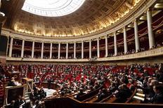 """Les députés français ont adopté jeudi une proposition de loi écologiste qui vise à protéger les """"lanceurs d'alerte"""" en matière de santé et d'environnement et à renforcer l'indépendance des expertises dans ces domaines. /Photo prise le 29 janvier 2013/REUTERS/Charles Platiau"""