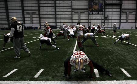 San Francisco 49ers cornerback Tarell Brown (25) stretches with the rest of his team before practice for the Super Bowl in New Orleans, January 30, 2013. REUTERS/Jeff Haynes