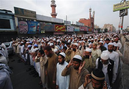 Residents and students of religious seminaries perform funeral prayers for victims killed by unidentified gunmen in Karachi January 31, 2013. A gunman on a motorcycle shot dead three Pakistani Sunni Muslim leaders on Thursday, police said, in the latest apparent tit-for-tat killing in the southern financial hub of Karachi. REUTERS/Athar Hussain