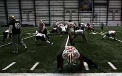 San Francisco 49ers cornerback Tarell Brown (25) stretches with the rest of his team before practice for the Super Bowl in New Orleans, January 30, 2013. Super Bowl XLVII will be played between the San Francisco 49ers and the Baltimore Ravens on February 3. REUTERS/Jeff Haynes
