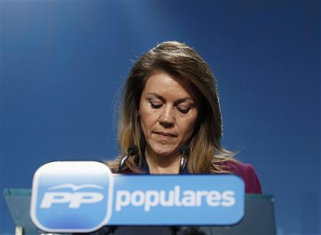 Maria Dolores de Cospedal, general secretary of the ruling People's Party (Partido Popular), looks down during a news conference at the party headquarters in Madrid, January 31, 2013. REUTERS/Paul Hanna