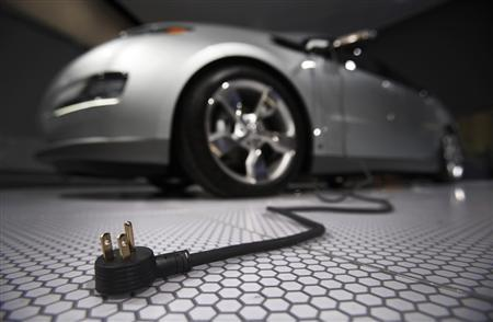 A plug is seen coming from the Chevrolet Volt electric car during the North American International Auto Show in Detroit, Michigan January 13, 2009. REUTERS/Mark Blinch