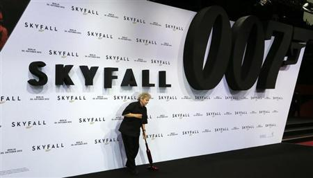 An employee cleans the red carpet before the German premiere for the film 'Skyfall' in Berlin October 30, 2012. REUTERS/Tobias Schwarz