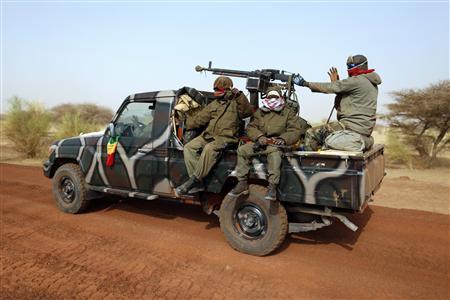 Malian soldiers leave Timbuktu in a pickup truck January 31, 2013. REUTERS/Benoit Tessier
