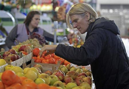 A woman chooses fruits at a market in Lisbon January 30, 2013. REUTERS/Jose Manuel Ribeiro
