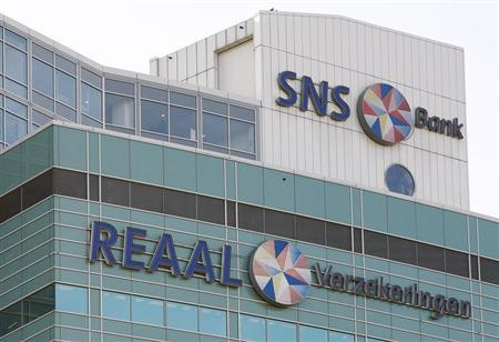 The logos of Dutch banking and insurance group SNS Reaal are seen in Utrecht November 13, 2008. REUTERS/Michael Kooren