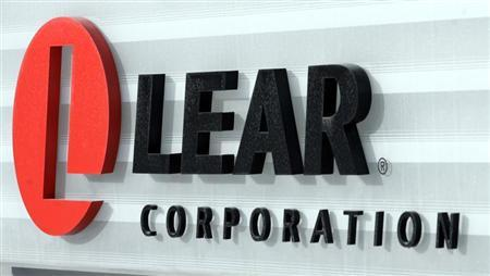 The sign in front of the headquarters of Lear Corp., an auto parts maker, is seen in Southfield, Michigan February 9, 2007. REUTERS/Rebecca Cook