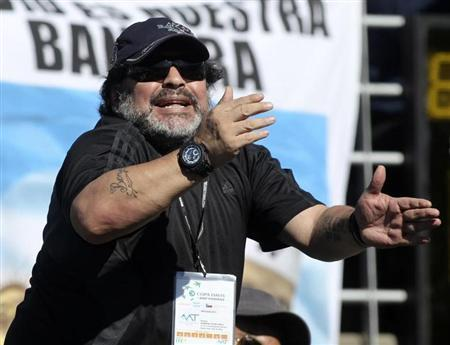 Argentine former football star Diego Maradona shouts during the Davis Cup World Group tennis match between Juan Monaco of Argentina and Tomas Berdych of Czech Republic in Buenos Aires September 14, 2012. REUTERS/Enrique Marcarian