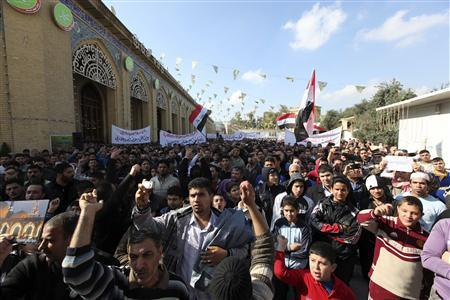Sunni Muslims take part in an anti-government demonstration at Abu Hanifa Sunni mosque in Baghdad's Adhamiya district February 1, 2013. REUTERS/Saad Shalash