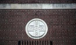 Здание Merck & Co. в Линдене, штат Нью-Джерси, 9 марта 2009 года. Квартальная прибыль Merck & Co превысила прогнозы благодаря высоким продажам лекарства от диабета Januvia и вакцины против рака шейки матки Gardasil, однако компания опубликовала осторожный прогноз прибыли на 2013 год, соответствующий самым скромным ожиданиям аналитиков Уолл-стрит. REUTERS/Jeff Zelevansky