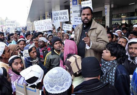 Demonstrators gather outside Netaji Subhas Chandra Bose International Airport to protest against a visit by British author Salman Rushdie in Kolkata January 30, 2013. REUTERS/Stringer
