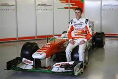 Force India presentó el viernes su nuevo coche de Fórmula Uno con un único piloto, el británico Paul Di Resta, mientras el misterio rodea la identidad del que será su compañero de equipo. En la imagen, Di Resta durante la presentación del VJM06 en el circuito de Silverstone, en Inglaterra, el 1 de febrero de 2013. REUTERS/Darren Staples