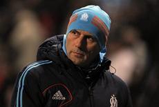 L'entraîneur de l'Olympique de Marseille, Elie Baup, va pouvoir rattraper son sommeil en retard maintenant que le mercato d'hiver, durant lequel l'OM a été des plus actifs, est terminé. /Photo prise le 19 janvier 2013/REUTERS/Jean-Paul Pélissier