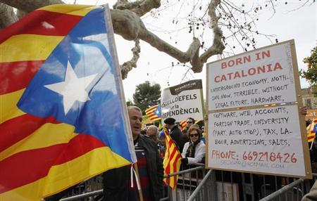 Catalunya's separatist supporters meet at the entrance of Catalunya's Parliament during a session in Barcelona, January 23, 2013. REUTERS/Albert Gea