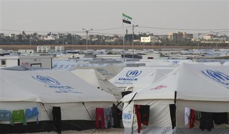 A Syrian opposition flag is seen at the Al Zaatri Syrian refugee camp in the Jordanian city of Mafraq, near the border with Syria, January 30, 2013. REUTERS/Majed Jaber