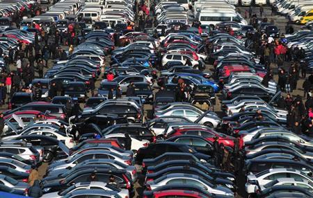People select automobiles at a second-hand market in Shenyang, Liaoning province December 10, 2011. REUTERS/Sheng Li