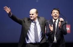 Il leader Pd Pierluigi Bersani assieme a Matteo Renzi. REUTERS/Max Rossi