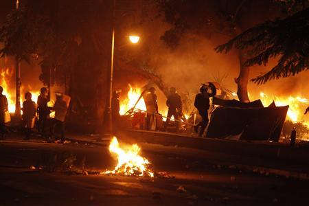 Police burn tents of protesters who staged a sit-in for weeks in front of the presidential palace, during clashes between protesters and police, in Cairo February 1, 2013. Opponents of Islamist President Mohamed Mursi hurled petrol bombs at his palace on Friday as protesters returned to the streets of Egypt demanding his overthrow after the deadliest violence of his seven months in power. REUTERS/Asmaa Waguih
