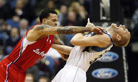 L.A. Clippers' forward Matt Barnes (L) pushes Minnesota Timberwolves' center Greg Stiemsma during the first half of their NBA basketball game in the Target Center in Minneapolis, January 30, 2013. Barnes was ejected from the game after the altercation. REUTERS/Eric Miller