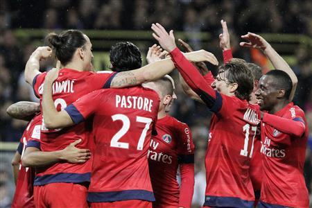 Paris Saint-Germain's (from L) Zlatan Ibrahimovic, Javier Pastore, Maxwell and Blaise Matuidi celebrate with team mates after their victory against Toulouse in their French Ligue 1 soccer match, in Toulouse February 1, 2013. REUTERS/Jean-Philippe Arles