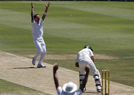 South Africa's Dale Steyn celebrates after taking the wicket of Pakistan's Nasir Jamshed during the second day of their first test cricket match in Johannesburg, February 2, 2013. REUTERS/Mike Hutchings