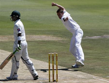 South Africa's Dale Steyn celebrates after taking the wicket of Pakistan's Mohammad Hafeez during the second day of their first test cricket match in Johannesburg, February 2, 2013. REUTERS/Mike Hutchings