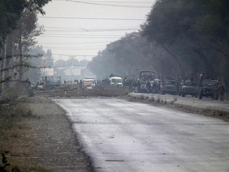 Soldiers are seen at an isolated army checkpoint after it was attacked by militants at Lakki Marwat in the outskirts of Dera Ismail Khan February 2, 2013. REUTERS/Zahid Mohammad