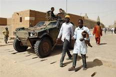 French soldiers patrol outside Djinguereber mosque after Friday prayers in the centre of Timbuktu February 1, 2013. REUTERS/Benoit Tessier (MALI - Tags: RELIGION SOCIETY MILITARY POLITICS)