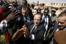 "France's President Francois Hollande greets people in the center of Timbuktu February 2, 2013. Malians chanting ""Thank you, France!"" mobbed Hollande on Saturday as he visited the desert city of Timbuktu, retaken from Islamist rebels, and pledged France's sustained support for Mali to expel jihadists. REUTERS/Benoit Tessier (MALI - Tags: POLITICS CIVIL UNREST CONFLICT TPX IMAGES OF THE DAY)"