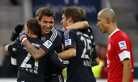 Bayern Munich's Mario Mandzukic (2ndL ) and his team mates celebrate their third goal against FSV Mainz 05 during their German first division Bundesliga soccer match in Mainz, February 2, 2013. REUTERS/Kai Pfaffenbach