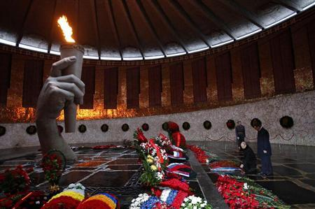Russia's President Vladimir Putin (2nd R) takes part in a wreath laying ceremony as he visits the Mamayev Kurgan (Mamayev Hill) World War Two memorial complex in the city of Volgograd February 2, 2013. REUTERS/Alexander Zemlianichenko/Pool
