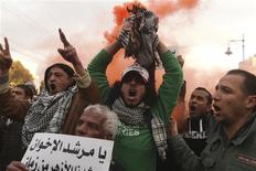 Protesters chant anti-Mursi slogans during a protest in front of the presidential palace in Cairo, February 1, 2013. Opponents of Egyptian President Mohamed Mursi hurled petrol bombs at his palace on Friday as protesters returned to the streets of Egypt demanding his overthrow after the deadliest violence of his seven months in power. REUTERS/Asmaa Waguih