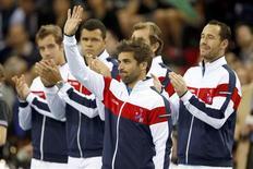 Arnaud Clément est un capitaine heureux, non seulement de la victoire de l'équipe de France de Coupe Davis sur Israël acquise dès samedi mais aussi de ses joueurs qui ont montré toute leur envie d'être là./Photo prise le 2 février 2013/REUTERS/Charles Platiau