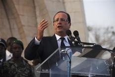 Sur la place de l'Indépendance à Bamako, François Hollande a déclaré que le terrorisme avait été chassé par l'intervention des forces maliennes et françaises mais qu'il n'avait pas encore été vaincu. /Photo prise le 2 février 2013/REUTERS/Joe Penney