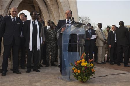 France's President Francois Hollande speaks to a crowd at the Independence Plaza in Bamako, Mali February 2, 2013. REUTERS/Joe Penney