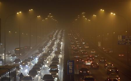 Vehicles drive on the Third Ring Road on a very hazy winter day in Beijing January 12, 2013. REUTERS/Jason Lee