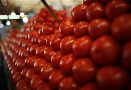Tomatoes are displayed at a vegetable stall in La Merced market, downtown Mexico City January 31, 2013. REUTERS/Tomas Bravo